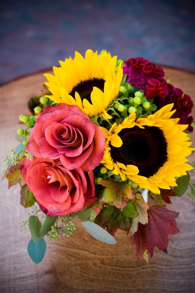 Gemmill Wedding at Crooked Willow, sunflower rose centerpiece  09.10.10 (2)
