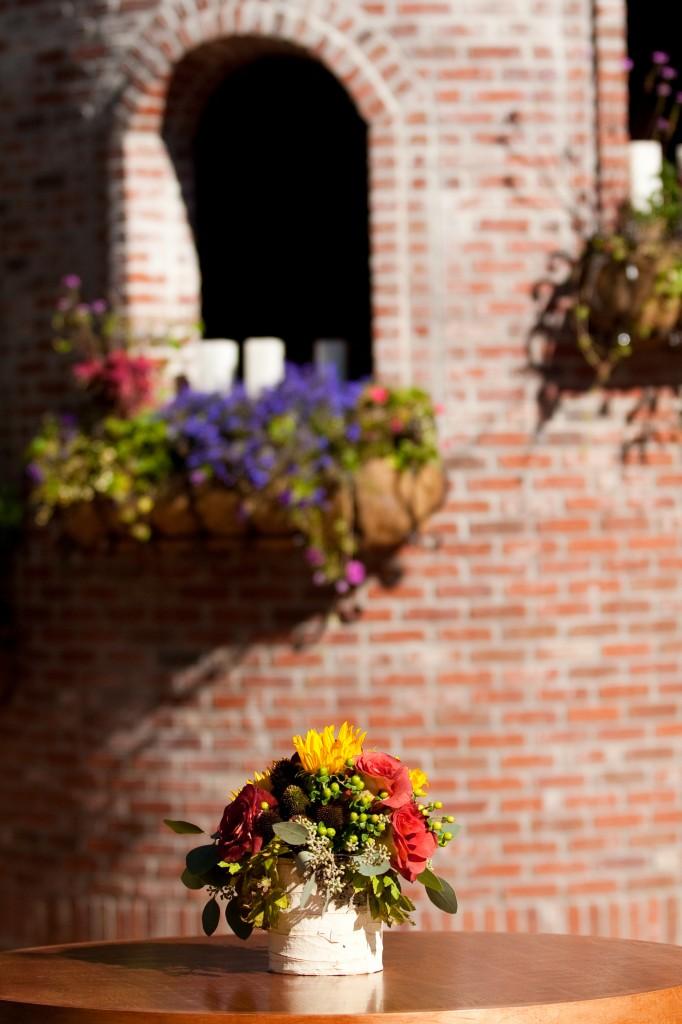 Gemmill Wedding at Crooked Willow, window arrangements, sunflower rose centerpiece in birch wrap container 09.10.10 (8)